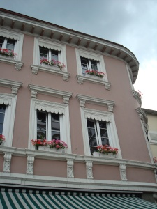 flowers in windows: common sight (Boppard, Germany)